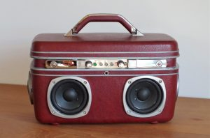 Enceinte-portable-vintage-de-thierrycreations-Physical-Vanity-1.jpg