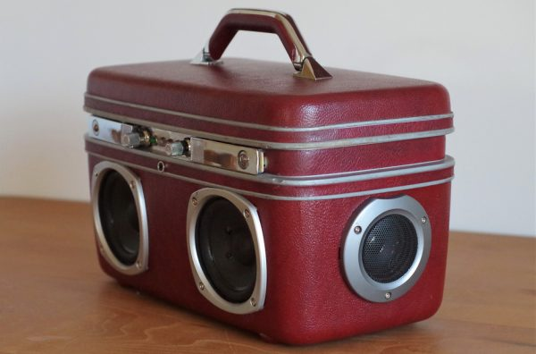 Enceinte-portable-vintage-de-thierrycreations-Physical-Vanity-2.jpg