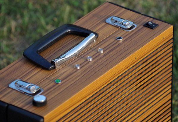 Enceinte-portable-vintage-de-thierrycreations-Platine-3.jpg